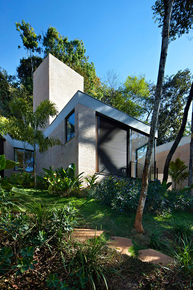 Casa MR: Casas  por Humberto Hermeto