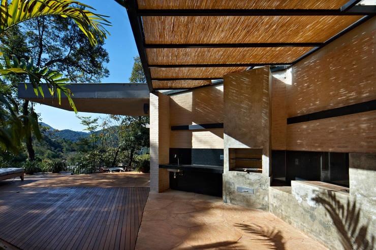 Casa MR: Terraços  por Humberto Hermeto