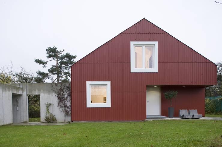 บ้านและที่อยู่อาศัย by Bohn Architekten GbR