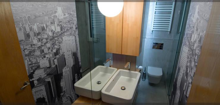 Baño 2 de Mayo..: Baños de estilo  de Estudio TYL