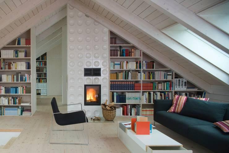 Wohnbereich: skandinavische Wohnzimmer von Bohn Architekten GbR