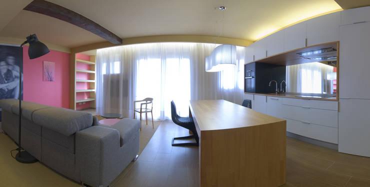Cocina Salón San Fausto..: Salones de estilo  de Estudio TYL
