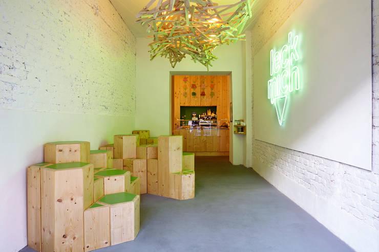 Restaurantes de estilo  por SEREIN Konzeptkunst & Mikroarchitektur