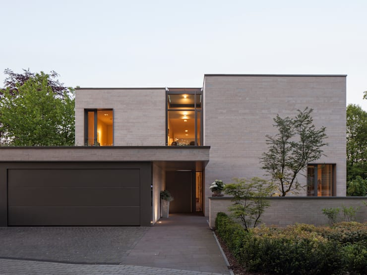 Blick auf den Eingang:  Häuser von ARCHITEKTEN BRÜNING REIN