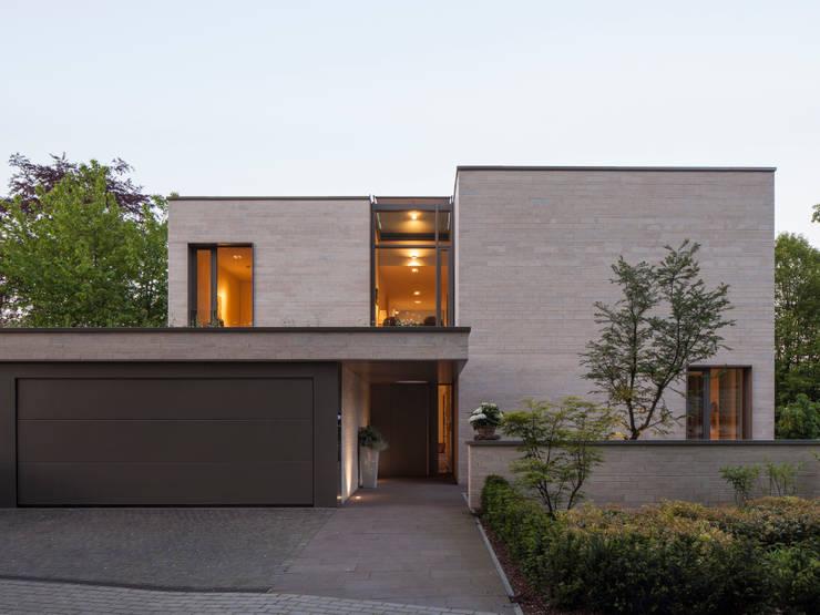 Casas de estilo moderno por ARCHITEKTEN BRÜNING REIN
