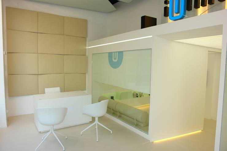 iUNIK store Barcelona: Oficinas y Tiendas de estilo  de The Pont design