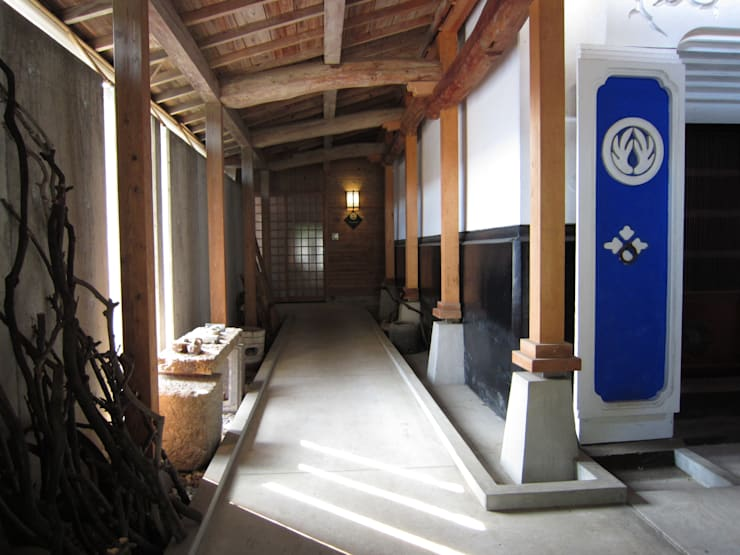 i ROJI*露地: 歌代建築設計工房が手掛けたオフィススペース&店です。,クラシック