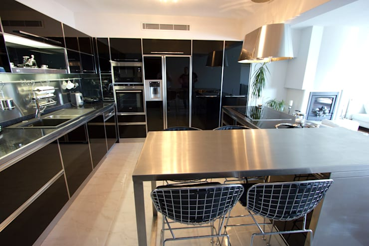 Cocinas de estilo minimalista por TARKAN OKTAY MİMARLIK