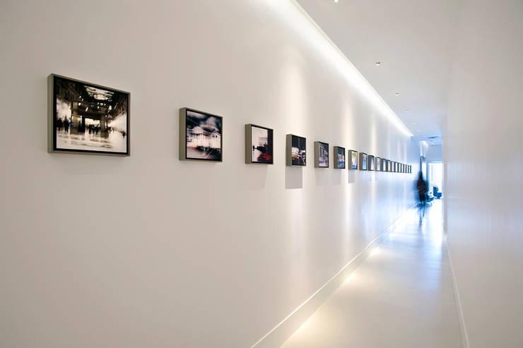 Galleria di Piazzadispagna9: Hotel in stile  di art5,