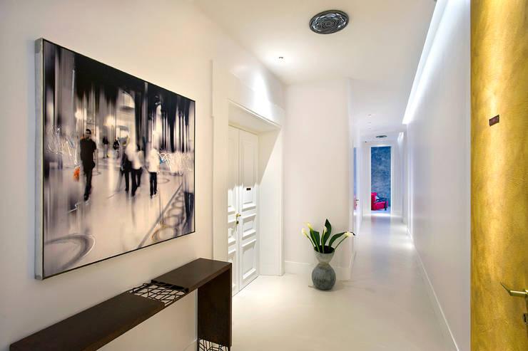 Consolle in ferro corten negli spazi di Piazzadispagna9: Hotel in stile  di art5,