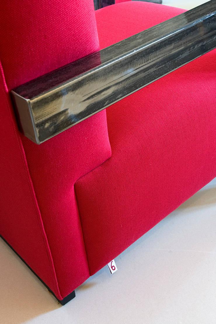 Cosy Chair di Studio9: Soggiorno in stile  di art5,