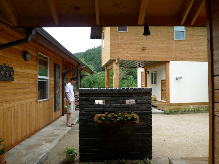 문턱이 닳는 집  VOL04당림리공방주택: a0100z space design의  정원,한옥
