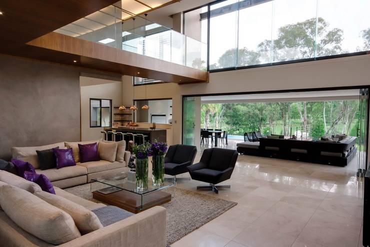غرفة المعيشة تنفيذ Nico Van Der Meulen Architects