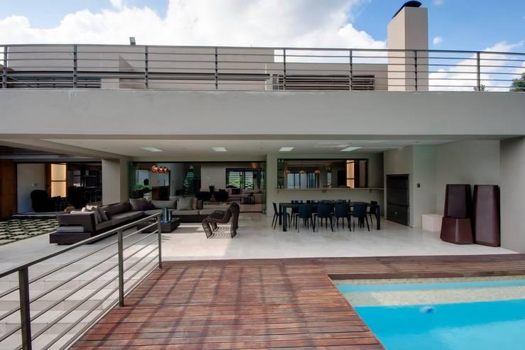 منازل تنفيذ Nico Van Der Meulen Architects