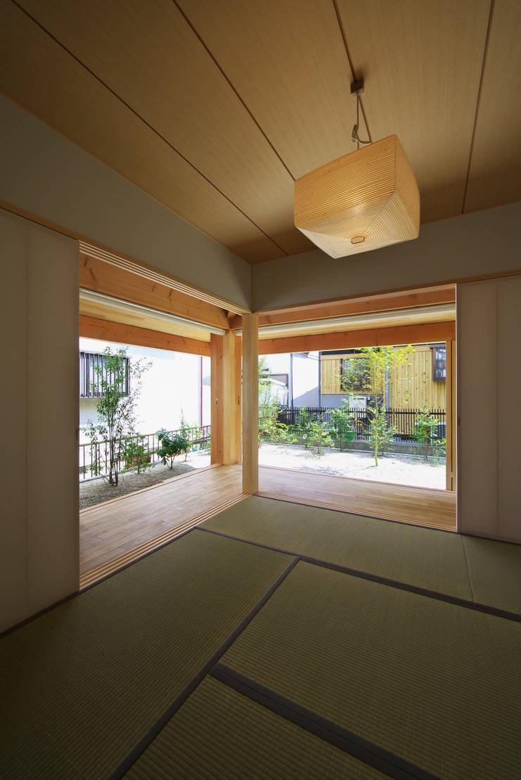 Multimedia-Raum von 五藤久佳デザインオフィス有限会社, Ausgefallen