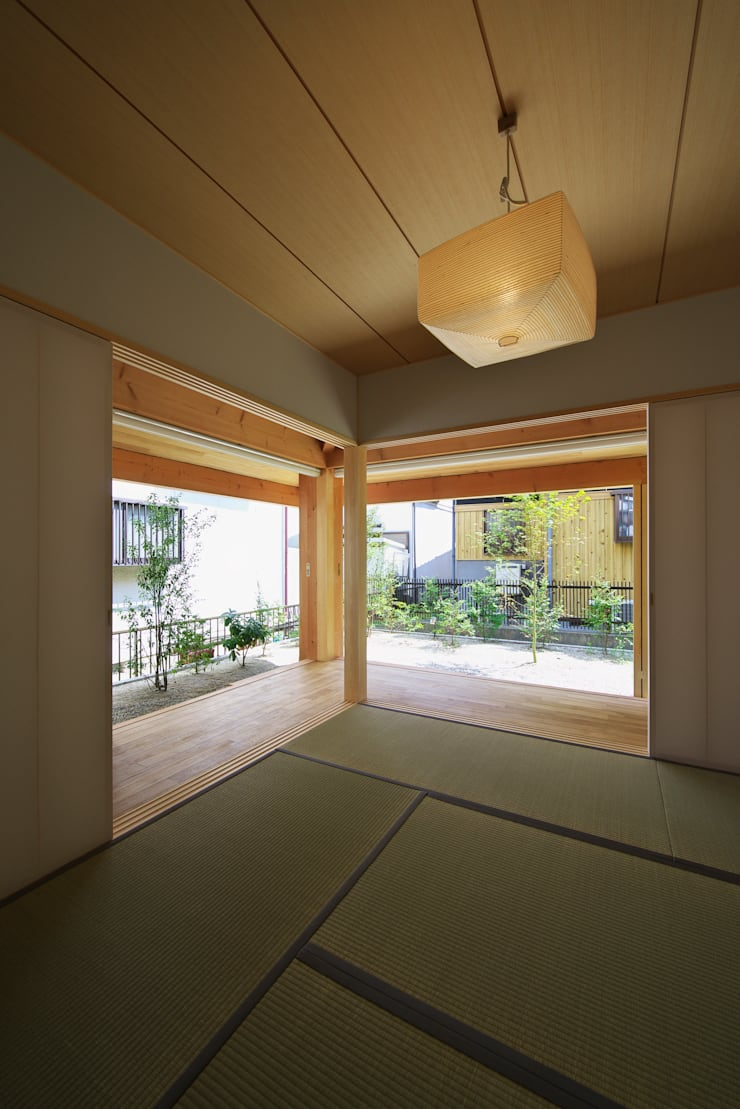 Media room by 五藤久佳デザインオフィス有限会社