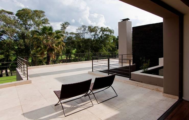 بلكونة أو شرفة تنفيذ Nico Van Der Meulen Architects