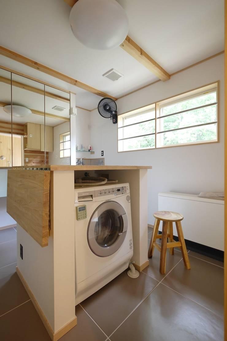 森を望む家: みゆう設計室が手掛けた浴室です。