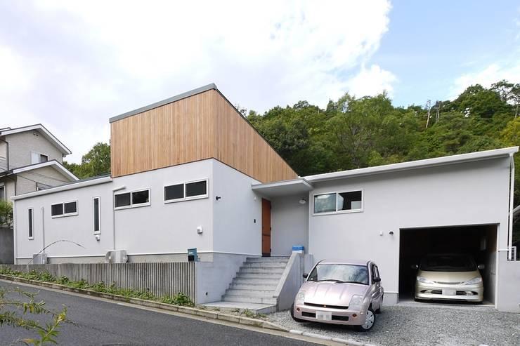 高低差を利用した平屋建ての住まい: みゆう設計室が手掛けた家です。