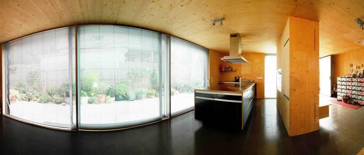 die Küche:  Küche von Fürst & Niedermaier, Architekten