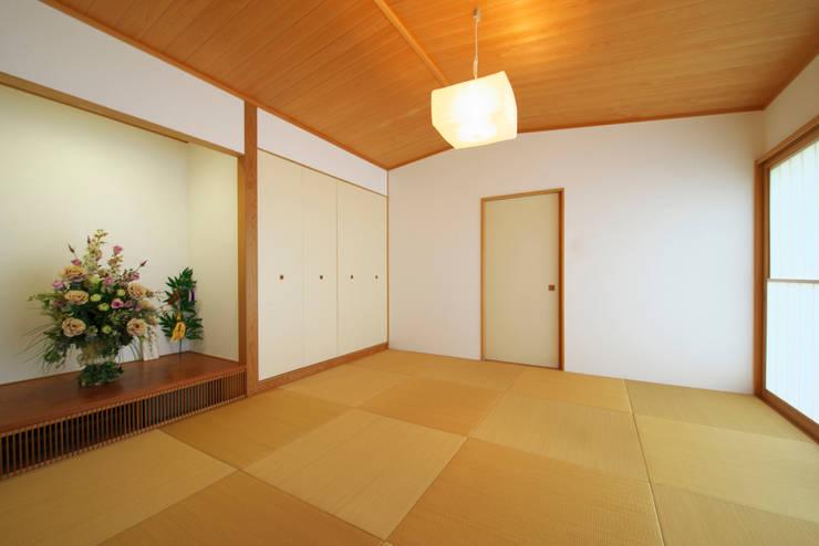 社宮司の家: 五藤久佳デザインオフィス有限会社が手掛けた和室です。