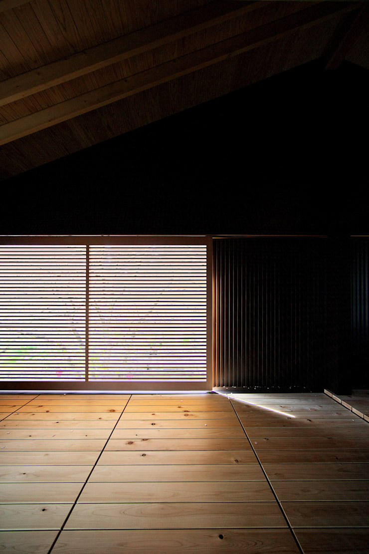桜並木の家: 五藤久佳デザインオフィス有限会社が手掛けたテラス・ベランダです。