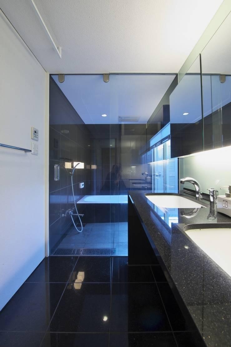 社宮司の家: 五藤久佳デザインオフィス有限会社が手掛けた浴室です。