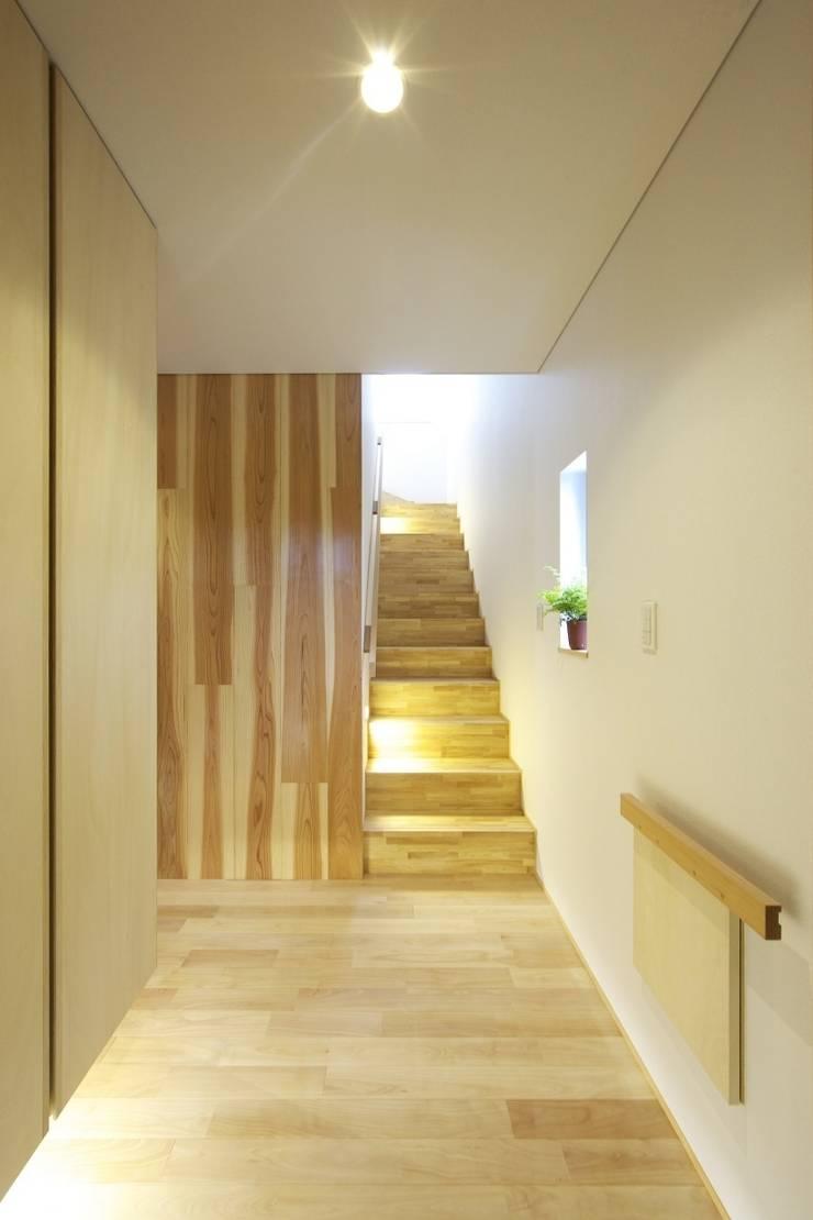 尾張旭の家 オリジナルスタイルの 玄関&廊下&階段 の 五藤久佳デザインオフィス有限会社 オリジナル