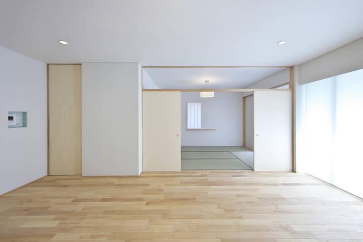 尾張旭の家: 五藤久佳デザインオフィス有限会社が手掛けたリビングです。