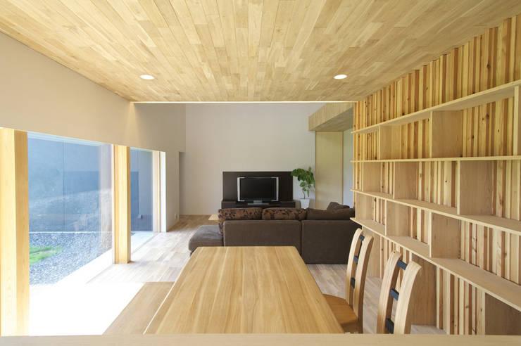 安八の家: 五藤久佳デザインオフィス有限会社が手掛けたダイニングです。