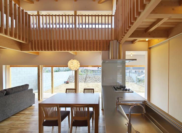 扶桑の家: 五藤久佳デザインオフィス有限会社が手掛けたダイニングです。