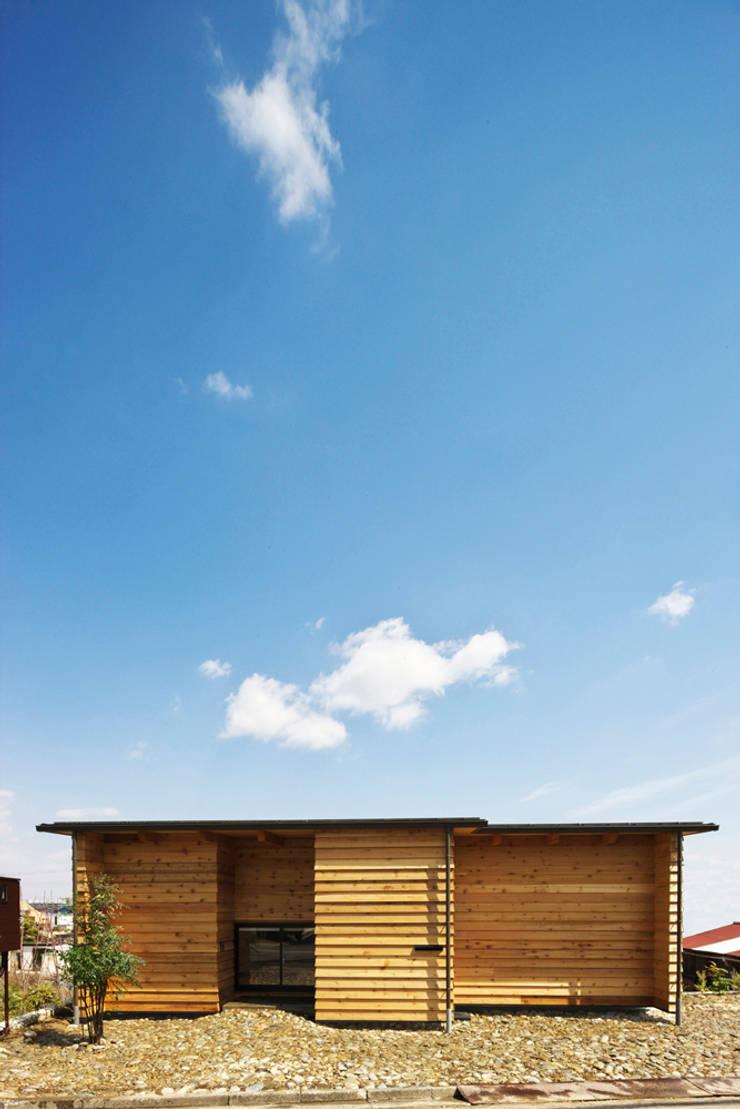 道路時の家: 五藤久佳デザインオフィス有限会社が手掛けた家です。