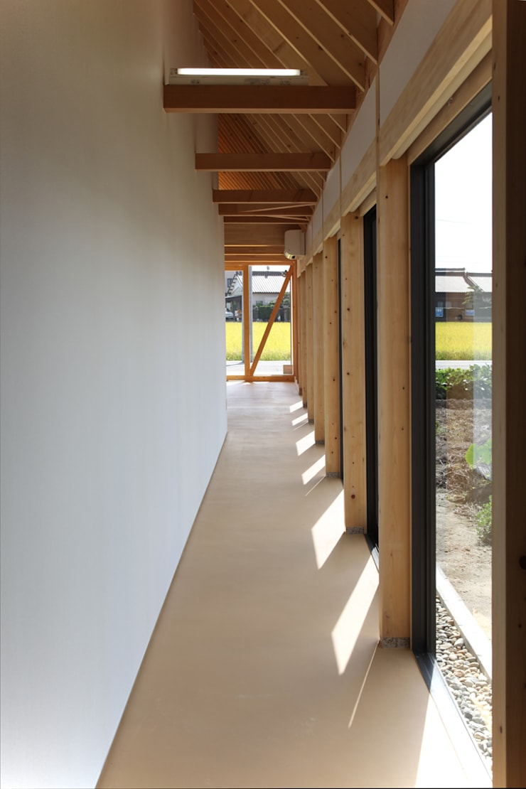 しっぽうちょう調剤薬局: 五藤久佳デザインオフィス有限会社が手掛けた廊下 & 玄関です。