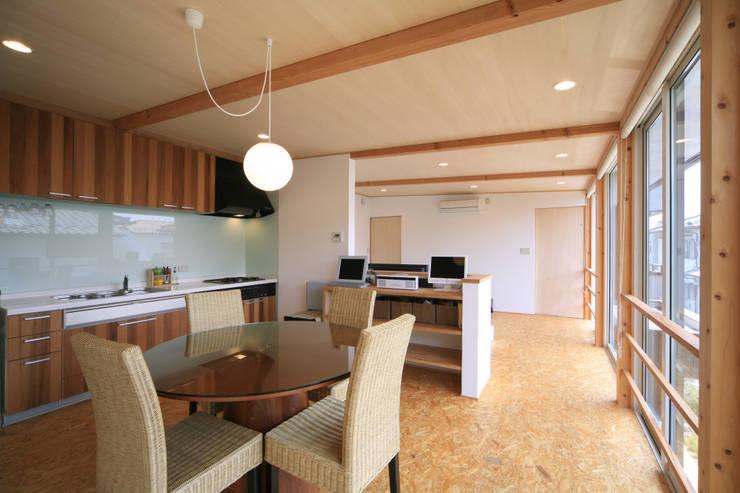 寺東の家: 五藤久佳デザインオフィス有限会社が手掛けたダイニングです。