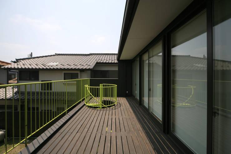 寺東の家: 五藤久佳デザインオフィス有限会社が手掛けたテラス・ベランダです。