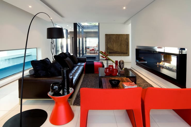 House Mosi :  Living room by Nico Van Der Meulen Architects