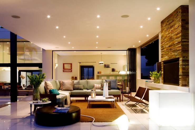 Soggiorno in stile  di Nico Van Der Meulen Architects