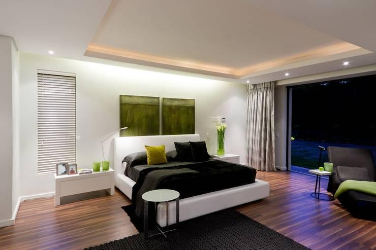 غرفة نوم تنفيذ Nico Van Der Meulen Architects