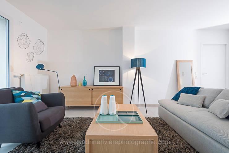 Résidence Carré Olonna - Bouygues Immobilier: Salon de style  par Sandrine RIVIERE Photographie