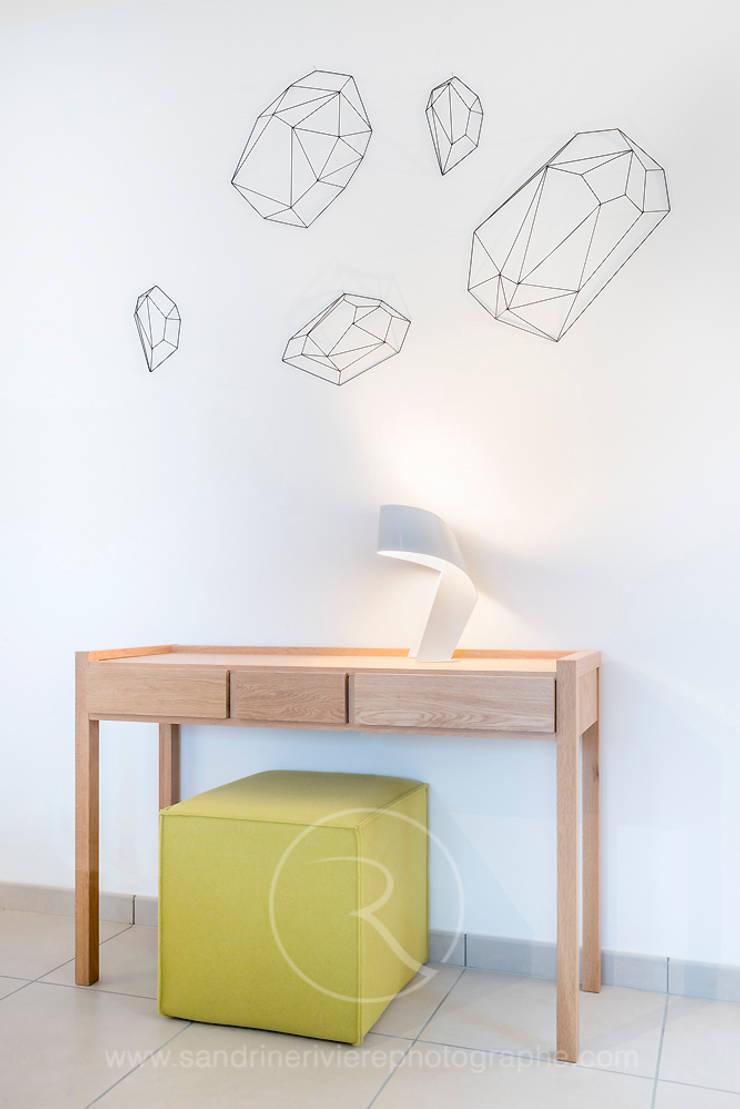 Résidence Carré Olonna – Bouygues Immobilier: Couloir et hall d'entrée de style  par Sandrine RIVIERE Photographie