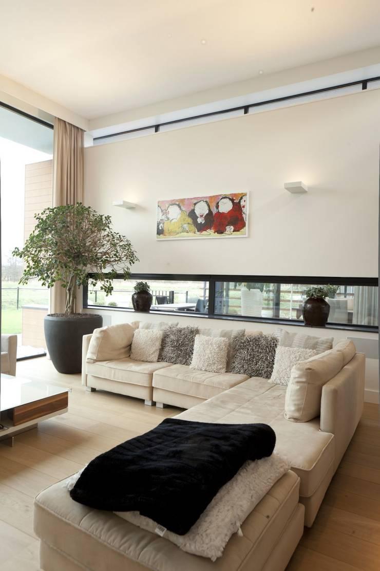Woning K Breda:  Woonkamer door BB architecten