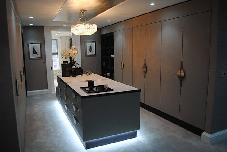 Counter top finished using Mother of Pearl by Cocovara Interiors, London, UK:  Dressing room by ShellShock Designs