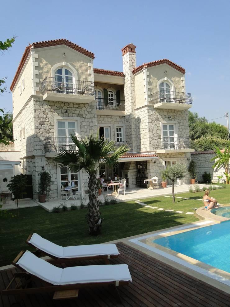 Tuncer Sezgin İç Mimarlık – Yu-Ga Alaçatı Otel:  tarz Oteller, Akdeniz