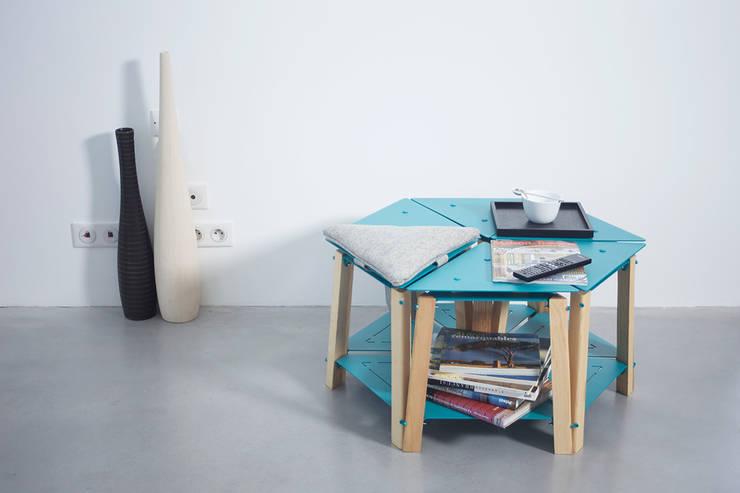EQUILATERAL: Salon de style  par PIERRE FURNEMONT DESIGN STUDIO