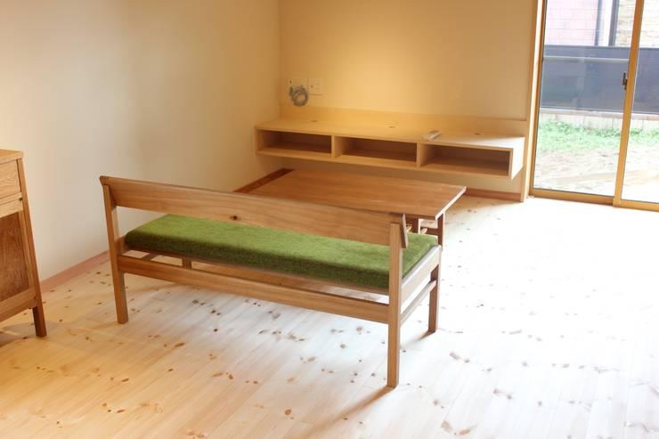 Bench-2: trusty wood worksが手掛けたダイニングルームです。