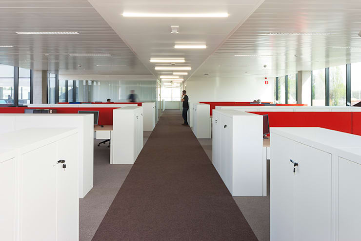 Office buildings by PUUR interieurarchitecten, Modern