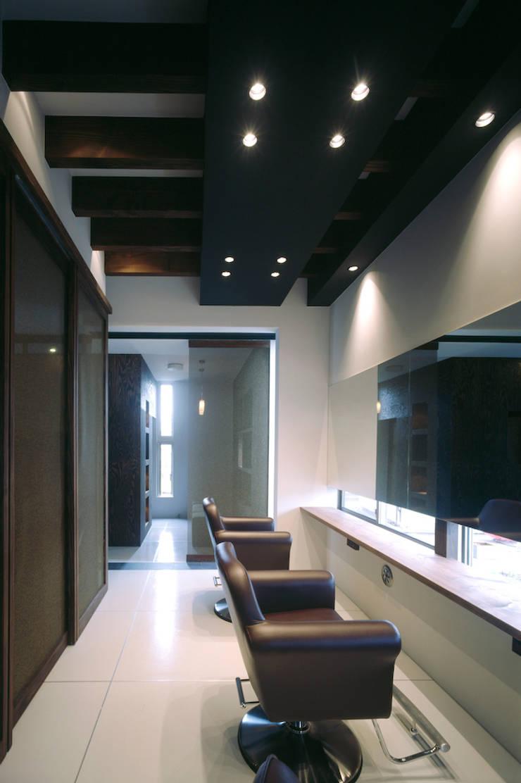 線路際の家: SHU一級建築士事務所が手掛けた浴室です。