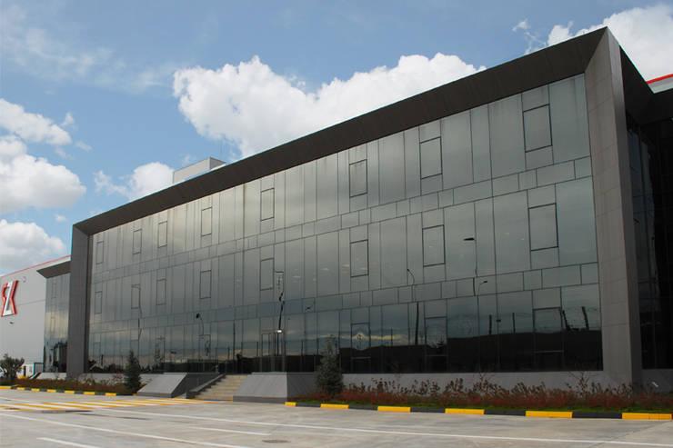 Escapefromsofa – RZK STEEL // OFFICE BUILDING:  tarz Ofis Alanları, Modern