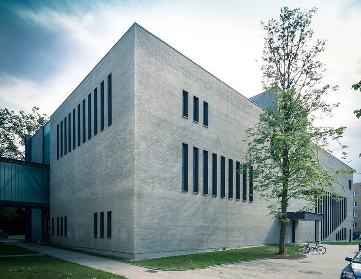 Elewacja: styl , w kategorii Szkoły zaprojektowany przez METEOR ARCHITECTS Anna Pszonak