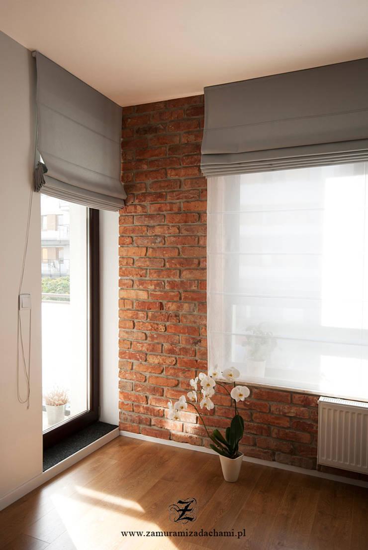 Cegła w mieszkaniu: styl , w kategorii Okna zaprojektowany przez Za murami za dachami